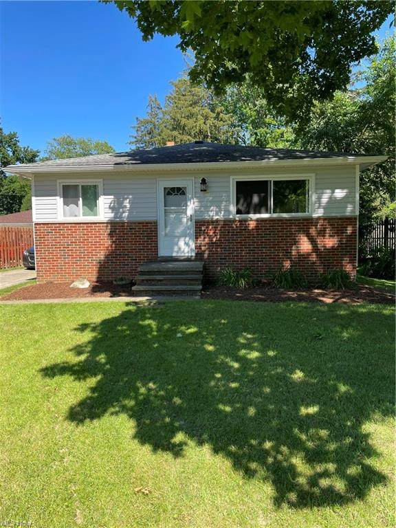 5527 Whitehaven Avenue, North Olmsted, OH 44070 (MLS #4289599) :: The Crockett Team, Howard Hanna