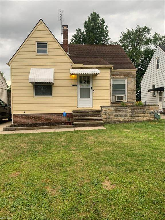 8321 Chesterfield Avenue, Parma, OH 44129 (MLS #4291050) :: RE/MAX Trends Realty