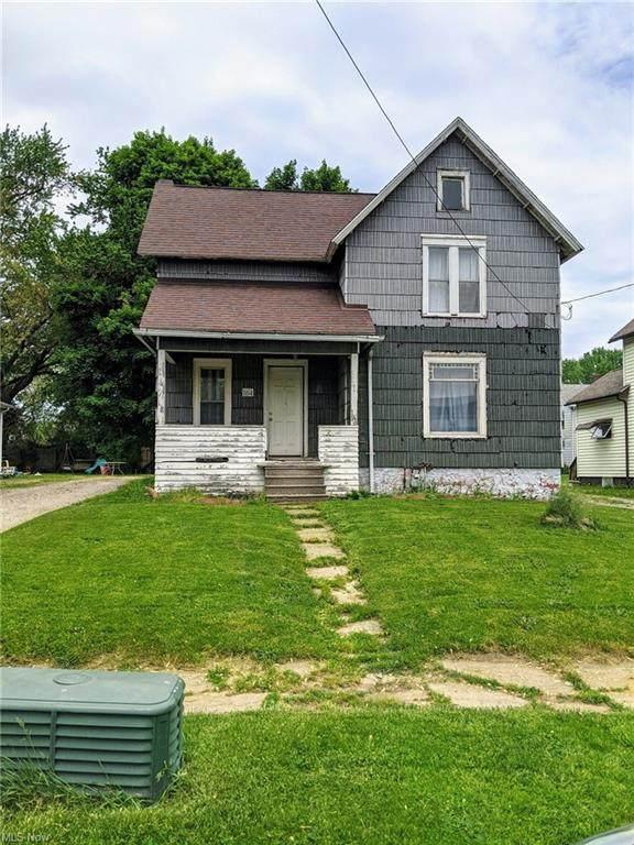 164 15th Street, Conneaut, OH 44030 (MLS #4303083) :: Tammy Grogan and Associates at Keller Williams Chervenic Realty