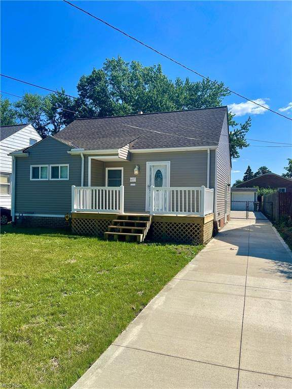 6877 Commonwealth Boulevard, Parma Heights, OH 44130 (MLS #4313730) :: TG Real Estate