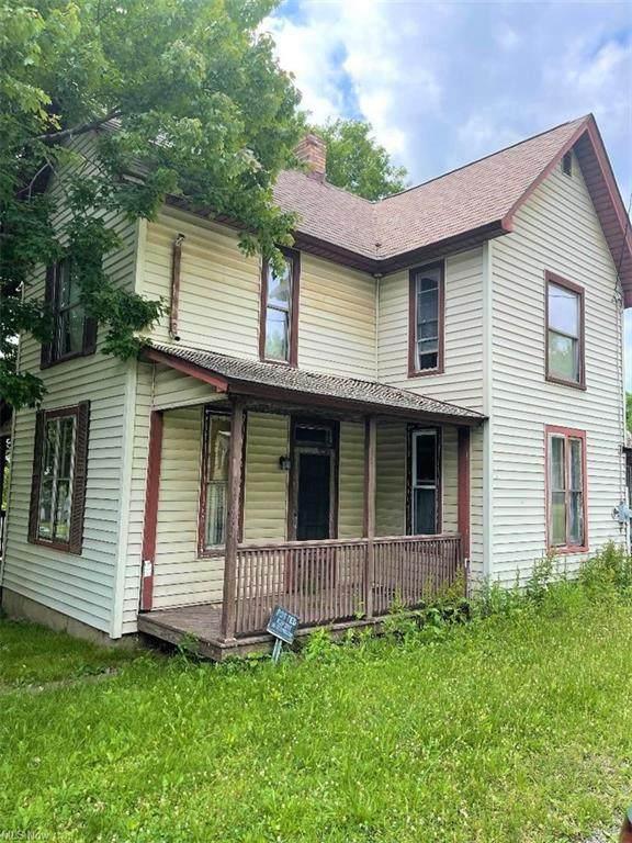 560 E Perry, Salem, OH 44460 (MLS #4315624) :: Keller Williams Chervenic Realty