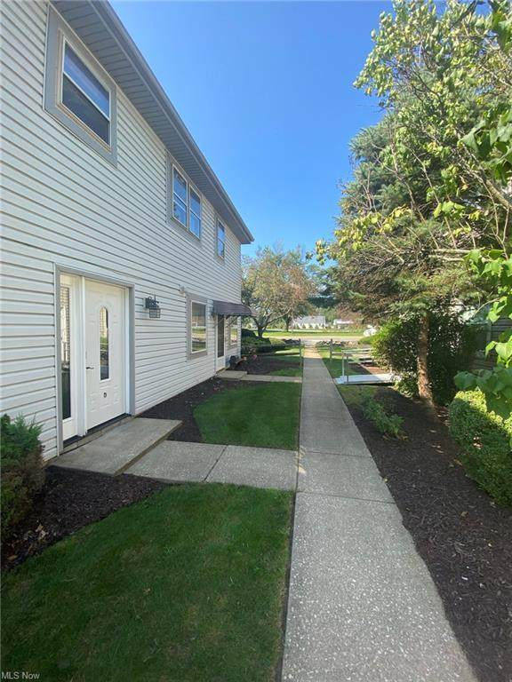 2401 Island Drive 20D, Uniontown, OH 44685 (MLS #4316361) :: Keller Williams Chervenic Realty