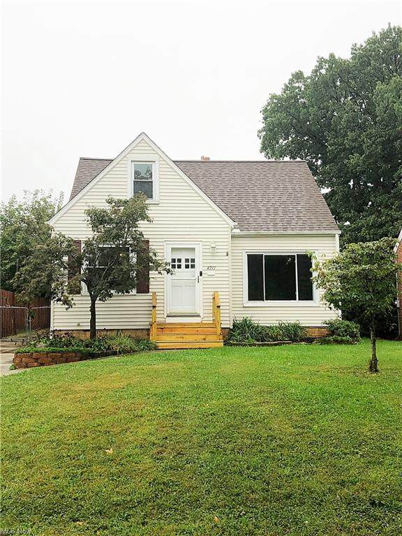 4711 Grantwood Drive, Parma, OH 44134 (MLS #4319288) :: The Holden Agency