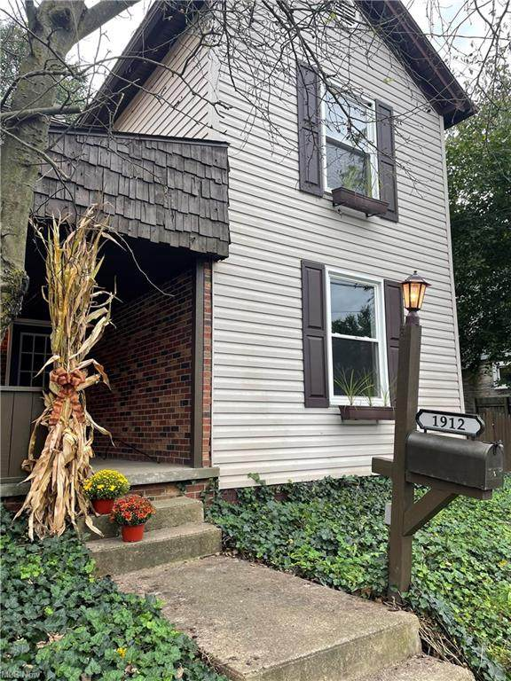 1912 Michigan Avenue, East Liverpool, OH 43920 (MLS #4320018) :: The Holly Ritchie Team