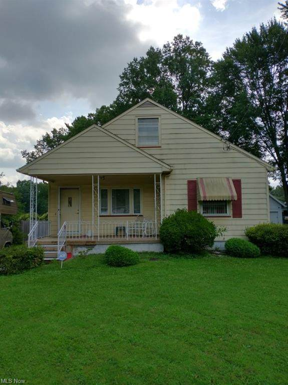 1215 Patchen Avenue SE, Howland, OH 44484 (MLS #4322640) :: Select Properties Realty