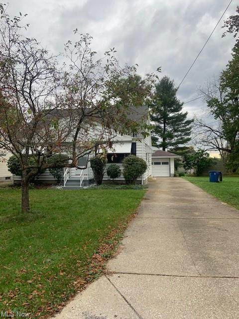 446 10th Street, Struthers, OH 44471 (MLS #4326379) :: Jackson Realty