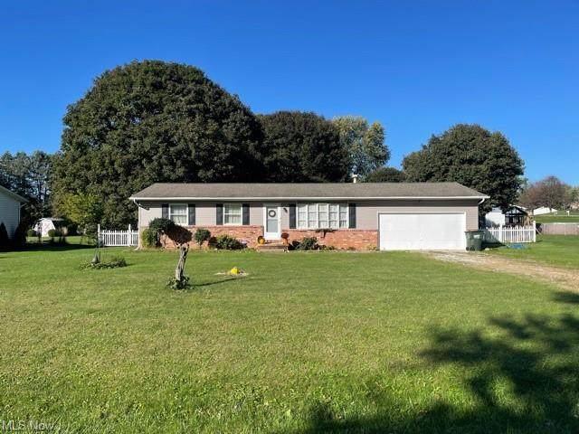 11491 Peach Glen Avenue NW, Uniontown, OH 44685 (MLS #4327015) :: Tammy Grogan and Associates at Keller Williams Chervenic Realty