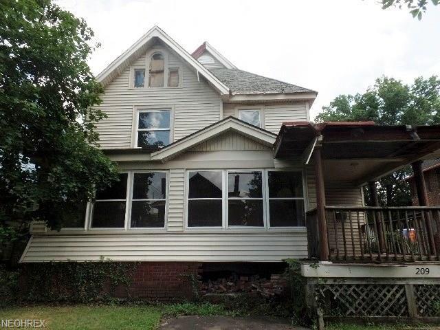 209 Porter St NE, Warren, OH 44483 (MLS #4021163) :: Keller Williams Chervenic Realty