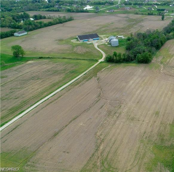 7400 Beach Rd, Wadsworth, OH 44281 (MLS #4031868) :: RE/MAX Edge Realty
