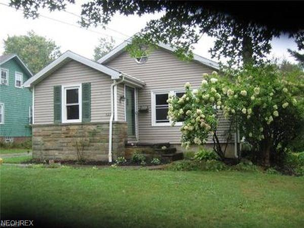 327 South St, Chardon, OH 44024 (MLS #4036365) :: RE/MAX Edge Realty