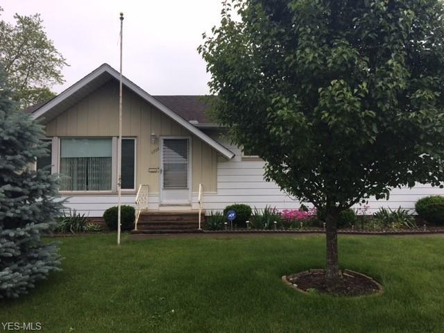 1733 Roselawn Road, Mayfield Heights, OH 44124 (MLS #4106958) :: RE/MAX Edge Realty