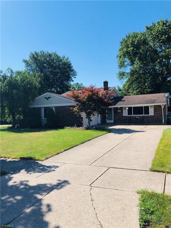 21311 Robinhood Avenue, Fairview Park, OH 44126 (MLS #4115400) :: RE/MAX Edge Realty
