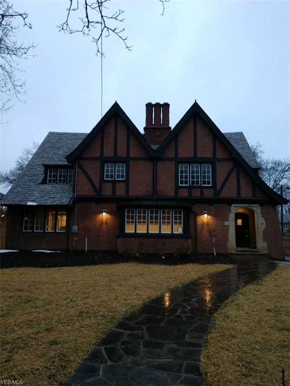 40 N Portage Path, Akron, OH 44303 (MLS #4230085) :: Keller Williams Chervenic Realty