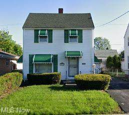 15715 Glendale Avenue, Cleveland, OH 44128 (MLS #4247072) :: The Holly Ritchie Team