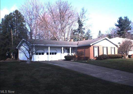 1685 Stonehenge NE, Warren, OH 44483 (MLS #4247423) :: RE/MAX Trends Realty