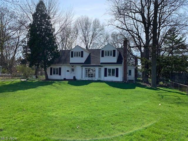 4660 Silverdale Road, North Olmsted, OH 44070 (MLS #4273671) :: The Kaszyca Team