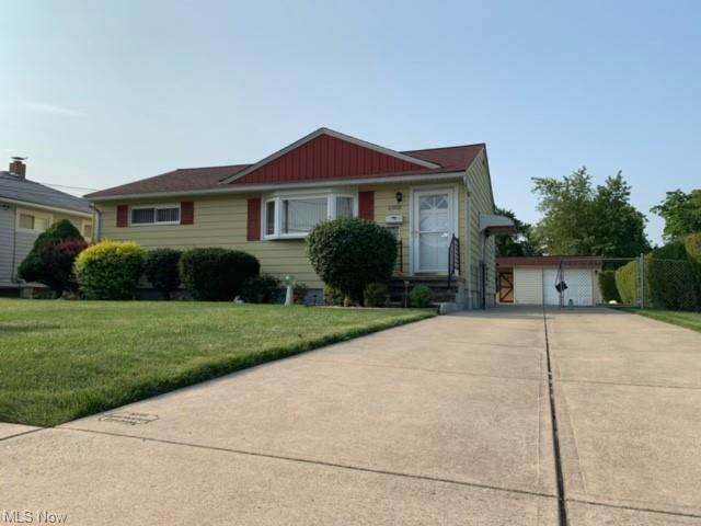 14727 Fayette Boulevard, Brook Park, OH 44142 (MLS #4302107) :: Simply Better Realty