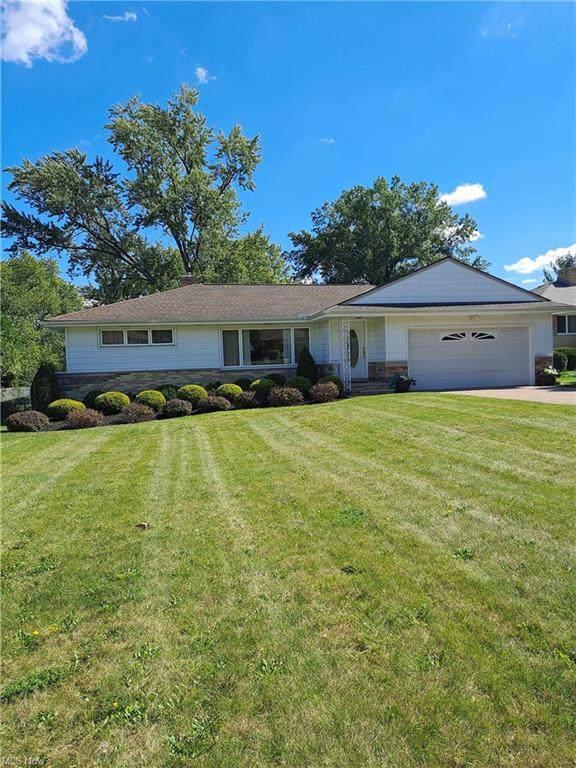 5823 Maureen Drive, Seven Hills, OH 44131 (MLS #4319976) :: The Holden Agency