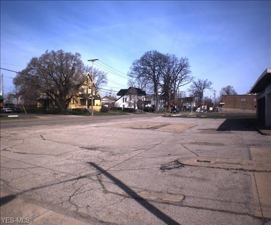 715 E Market Street, Warren, OH 44483 (MLS #3613261) :: Keller Williams Legacy Group Realty