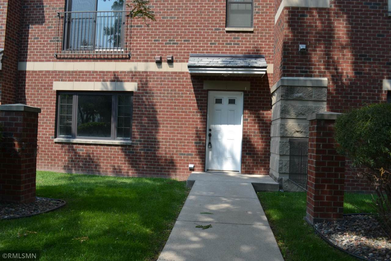 619 8th Street - Photo 1