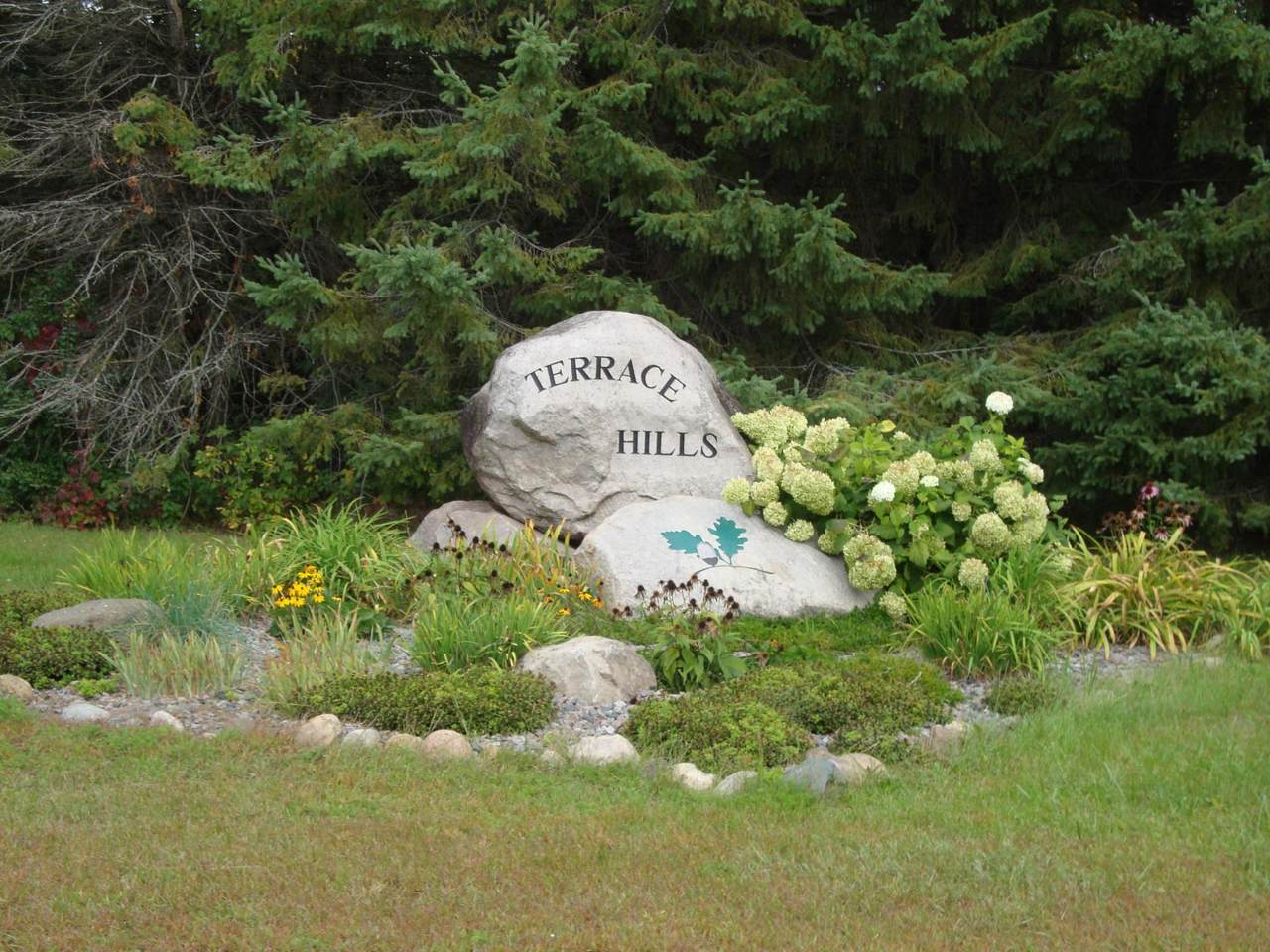 5390 Garden Hills Drive - Photo 1