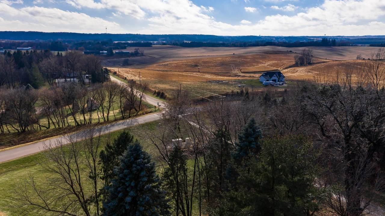 1060 Frederich's Farm Place - Photo 1