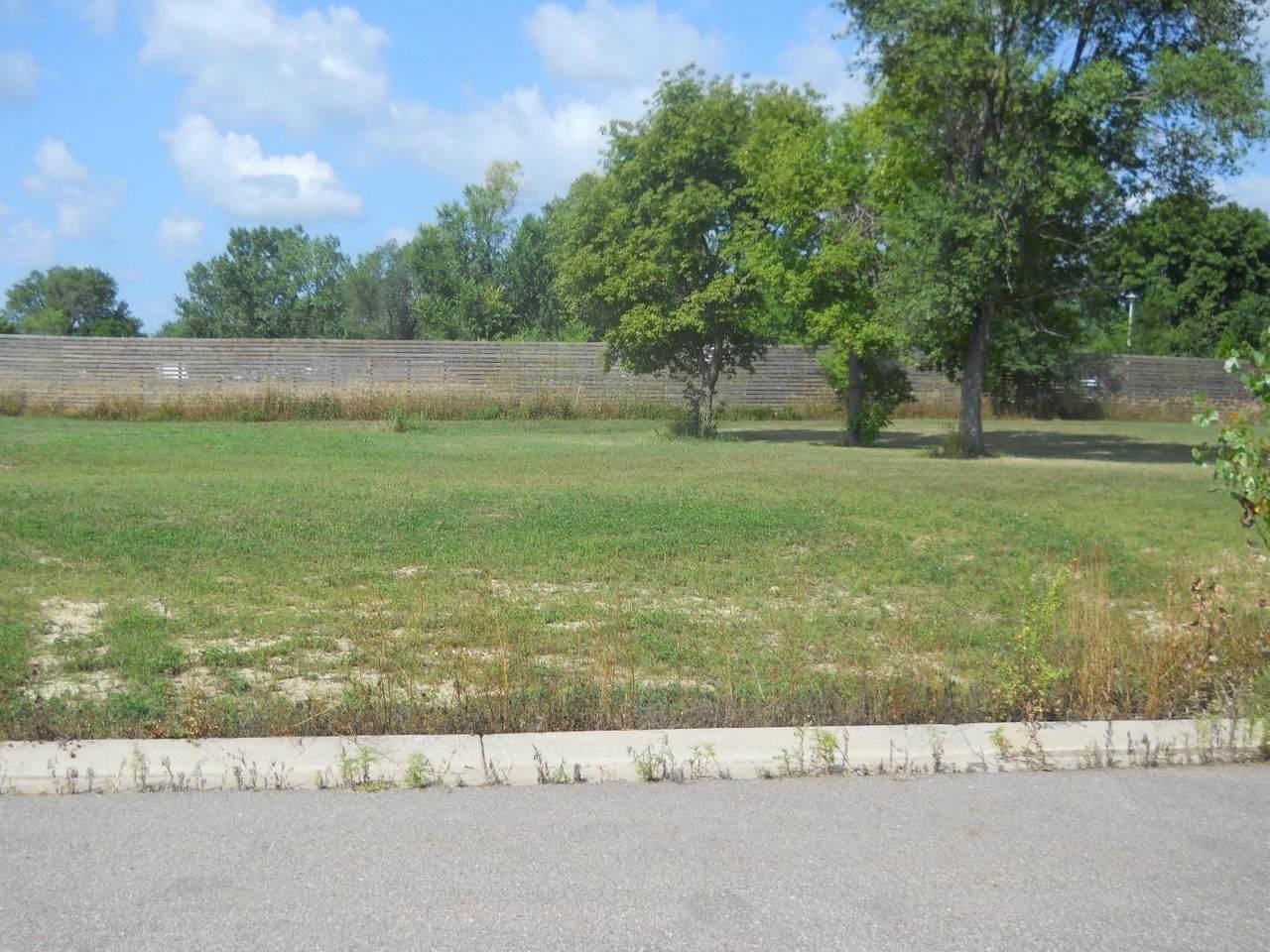 1304 Iowa State Circle - Photo 1