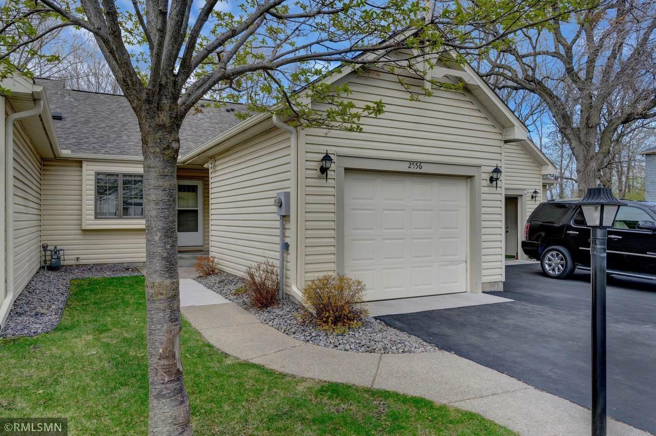 2556 Moundsview Drive - Photo 1