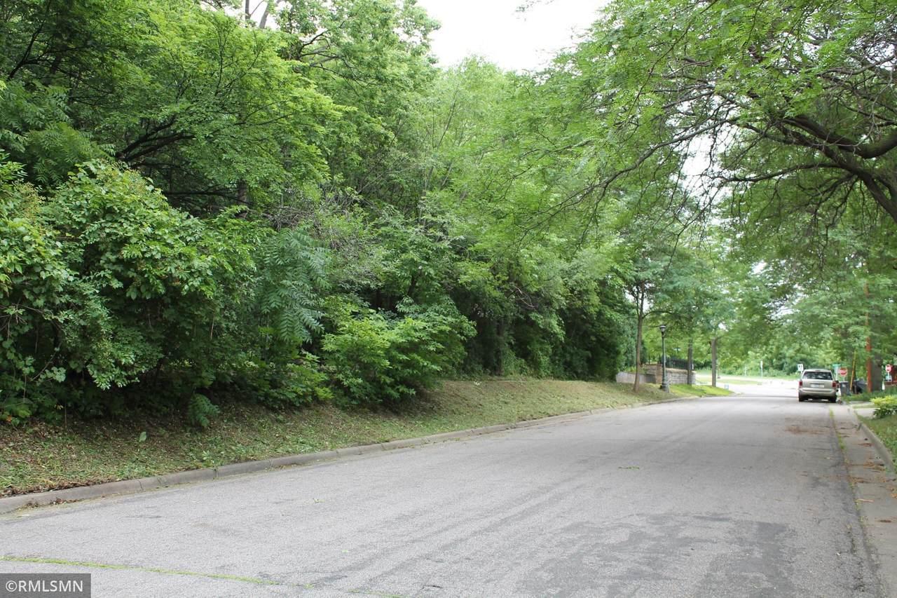 18 Bates Avenue - Photo 1