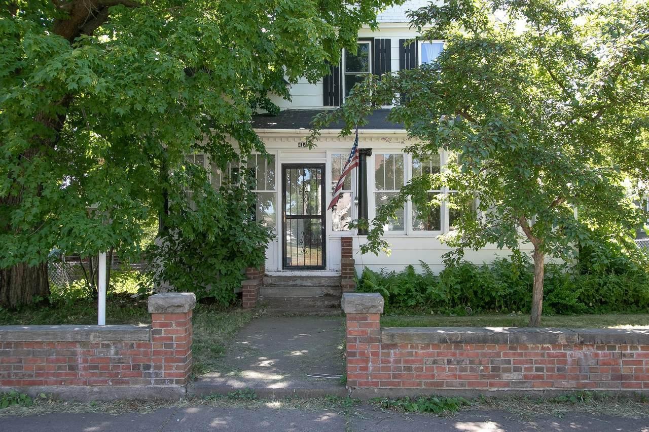 414 Court Avenue - Photo 1