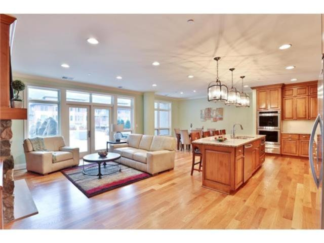 875 Lake Street N #218, Wayzata, MN 55391 (#4850951) :: The Preferred Home Team