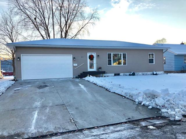 613 E 12 Street, Winona, MN 55987 (MLS #5129916) :: The Hergenrother Realty Group