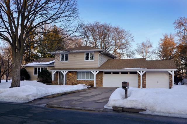 3334 Richmond Avenue, Shoreview, MN 55126 (#5199854) :: Olsen Real Estate Group