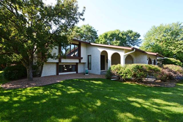 9910 Linden Drive, Eden Prairie, MN 55347 (#5321582) :: The Janetkhan Group
