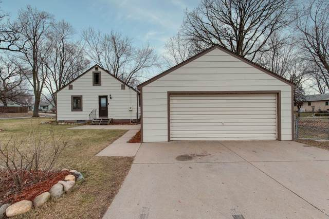 375 76th Avenue NE, Fridley, MN 55432 (#5505075) :: The Sarenpa Team
