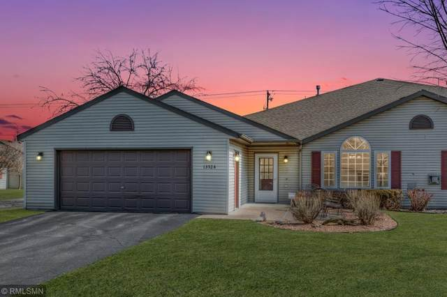 1352 Carriage Drive A, Hudson, WI 54016 (MLS #5544380) :: The Hergenrother Realty Group