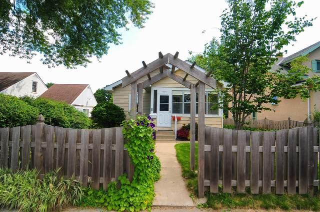 1052 Avon Street N, Saint Paul, MN 55103 (#5580181) :: Bos Realty Group