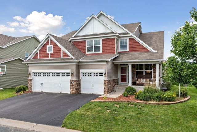 582 Eastgate Parkway, Mahtomedi, MN 55115 (#5609454) :: The Janetkhan Group