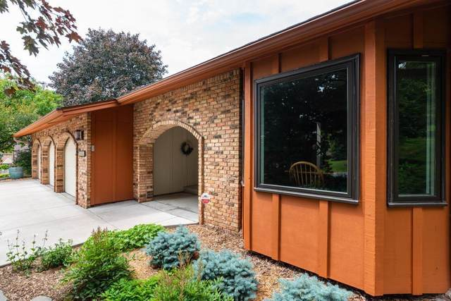 1321 Knollwood Lane, Mendota Heights, MN 55118 (#5609629) :: Happy Clients Realty Advisors