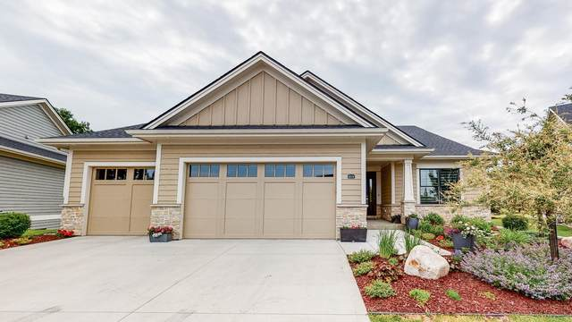 1074 Fox Hill Lane SW, Rochester, MN 55902 (MLS #5621649) :: The Hergenrother Realty Group