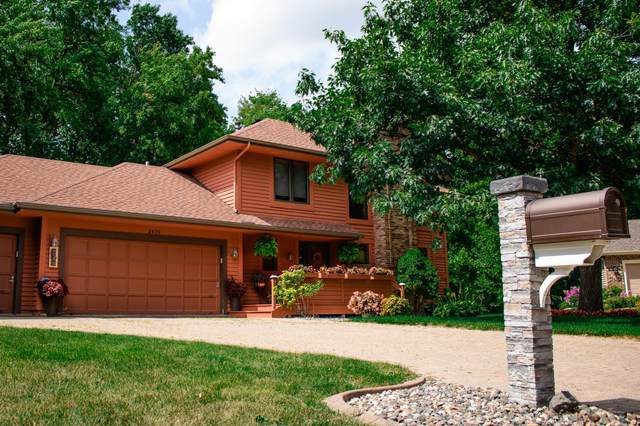 2425 Black Oaks Lane N, Plymouth, MN 55447 (#5638786) :: Bre Berry & Company