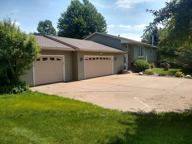 827 Harbor View Road, Hudson Twp, WI 54016 (#5639457) :: Bre Berry & Company