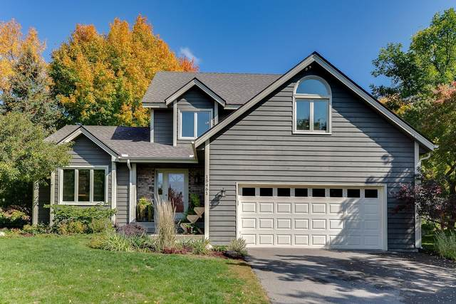 15461 Village Woods Drive, Eden Prairie, MN 55347 (#5657779) :: The Janetkhan Group