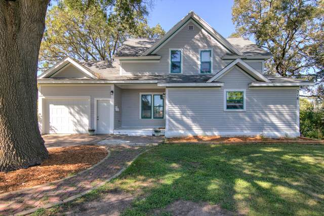 318 Woodward Avenue, Chippewa Falls, WI 54729 (MLS #5659532) :: The Hergenrother Realty Group