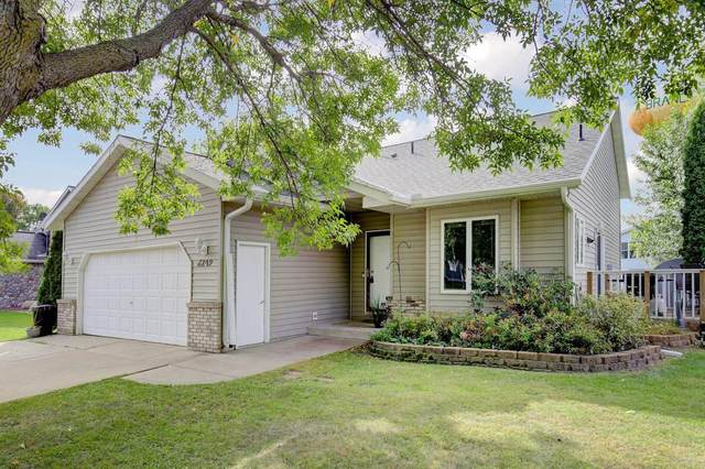 6249 Red Fox Run, North Branch, MN 55056 (#5660209) :: Tony Farah | Coldwell Banker Realty