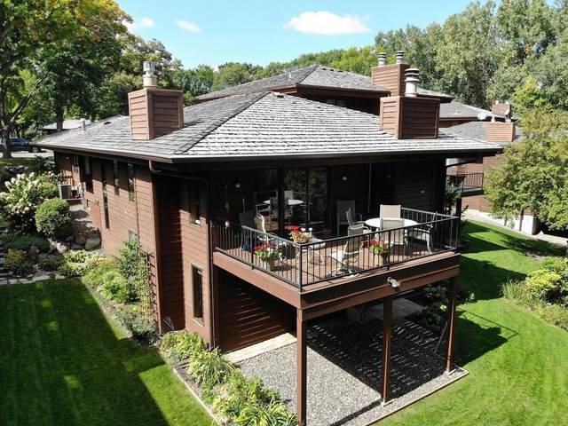 2431 Robin Oak Ridge, Minnetonka, MN 55305 (#5661028) :: Tony Farah | Coldwell Banker Realty