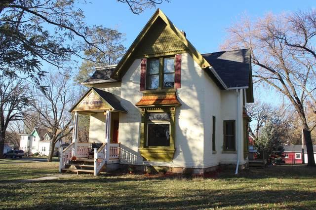 326 W 5th Street, Blue Earth, MN 56013 (MLS #5680928) :: RE/MAX Signature Properties