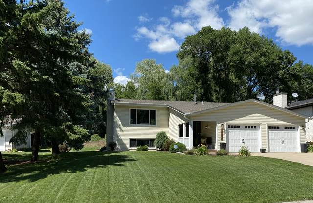 11310 Lanewood Circle, Eden Prairie, MN 55344 (#5699159) :: The Janetkhan Group