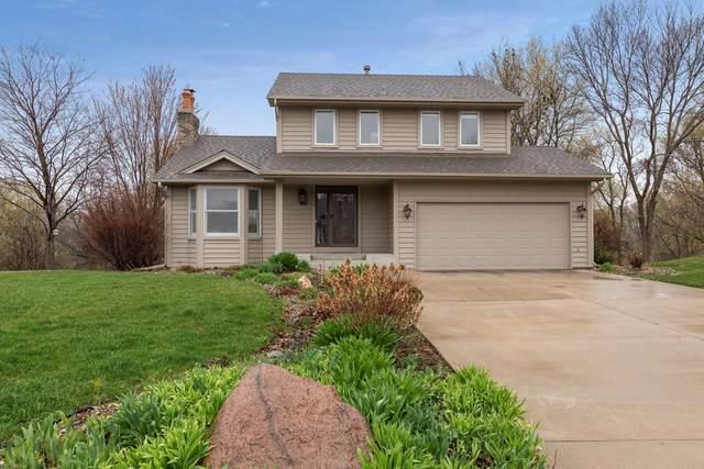 8649 Chanhassen Hills Drive N, Chanhassen, MN 55317 (#5739426) :: Straka Real Estate