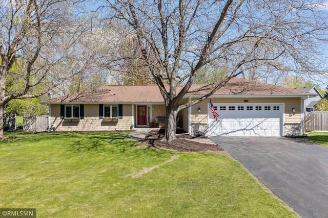 2410 Black Oaks Lane N, Plymouth, MN 55447 (#5745082) :: The Janetkhan Group